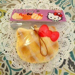Hello Kitty Cracking Cookie Squishy